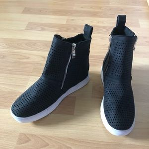 New High Top Sneaker Shoes Size 7.5